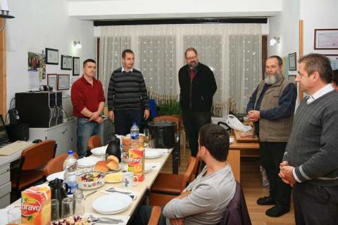 Zyra jonë me skuadrën në hyrjen Pogradec