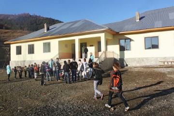 Die sanierte Schule von Bishnica