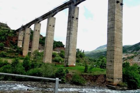 unterwegs: die höchste Eisenbahnbrücke Albaniens