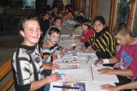 Hausaufgabenbetreuung im benachbarten Gemeindehaus
