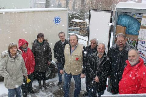 Bereits beim Gruppenbild für die Ostsee-Zeitung, aufgenommen am Tag vor der Abfahrt, schneite es – aber kein Vergleich zu dem, was uns auf der Fahrt erwarten sollte.