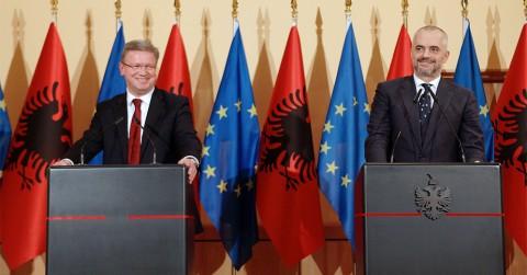 Albanien ist offizieller EU-Beitritskandidat: EU-Erweiterungskommissar Štefan Füle und der albanische Ministerpräsident Edi Rama