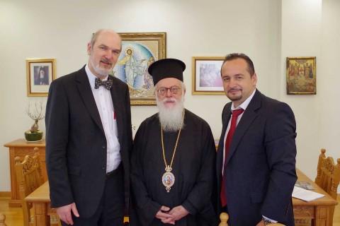 von links: Thoma Schirrmacher, Erzbischof Anastasios Yannoulatos, Akil Pano, Generalsekretär der Ev. Allianz Albaniens