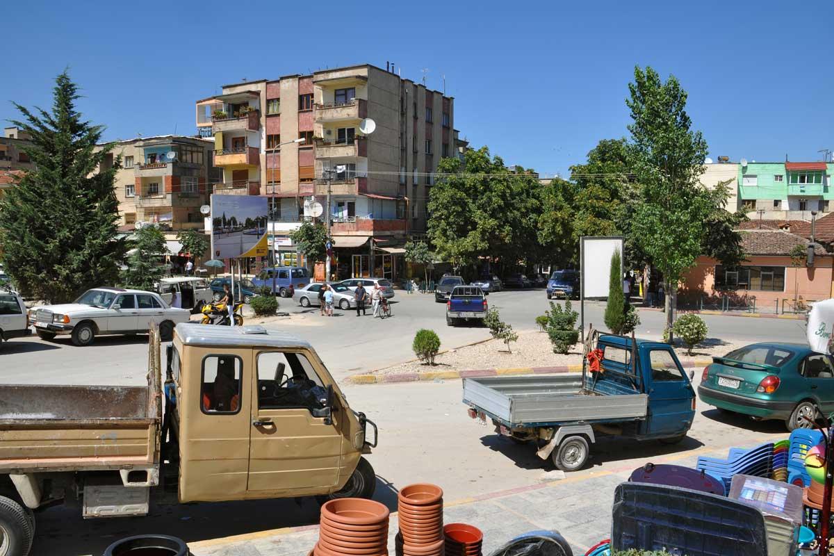 Kreuzung in Gramsh, Albanien