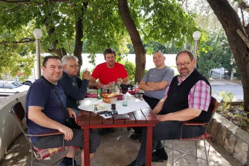 In Kroatien trafen wir die Jungs der DHHN, die gerade mit Hilfsgütern auf dem Weg nach Pogradec waren