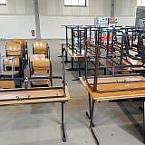 Schulmöbel für die Dorfschulen