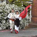 Saimir und Manjola in traditioneller albanischer Tracht