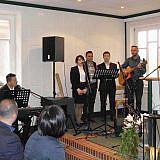 Die Gäste beteiligten sich musikalisch …