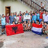 Holländische und albanische Teilnehmer des Sommereinsatzes