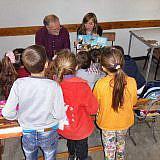 Die Kinder lassen sich auch gerne Bilder aus Krempe zeigen