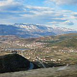 Die Fahrt geht über den Pass in die Mokra-Berge