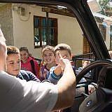 """""""Ruuudi!"""" Alle Kinder kennen unseren Mitarbeiter, der in mehreren Dörfern Kinderstunden anbietet"""