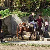Der Brunnen ist die zentrale Wasserversorgung von Laktesh