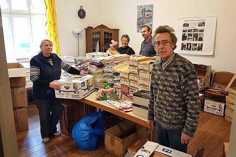 Mitte Februar: Packen von Hilfsgütern für Dardhas