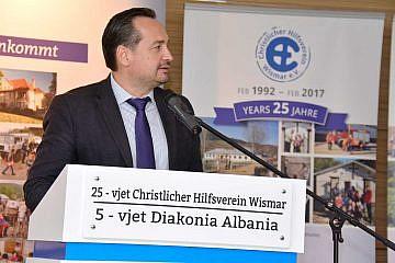Pastor Akil Pano sprach über aktuelle Probleme Albaniens ...