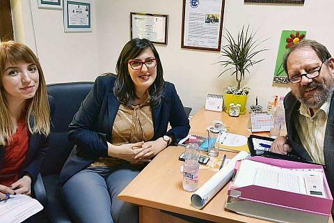 Besuch in Librazhd: Aurora Zeqo, Exekutivdirektorin der DA, Psychologin Diola Malasi und Frieder Weinhold