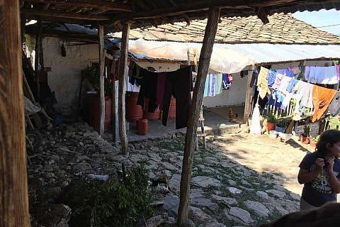Die meisten Menschen hier leben unter einfachen Lebensbedingungen