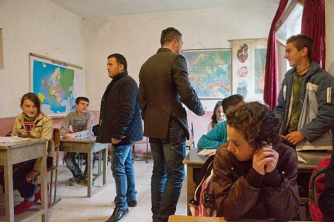 Klassenzimmer in Buzaishtë