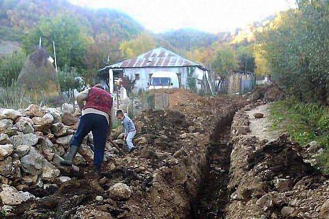Im Sommer haben wir von Sonderspenden das Baumaterial gekauft, nun begann die Stadtverwaltung mit den Bauarbeiten zur Sanierung der maroden Wasserleitung von Bishnica