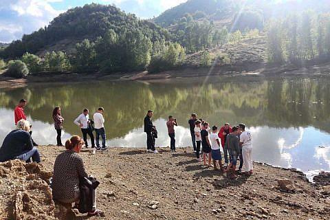 Sechs neue Gläubige aus den Mokrabergen, vor allem Jugendliche, wurden getauft