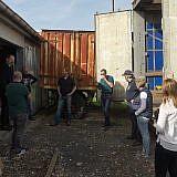 In Wismar beladen Helfer den LKW