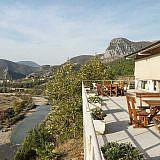 Das Hotel bietet einen schönen Blick auf das Shkumbin-Tal