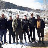 Vor dem Gemeindehaus in Bishnica