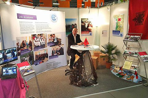Mai 2017: Dr. Michael Wetzel mit dem CHW-Infostand auf dem Evangelischen Kirchentag, Berlin
