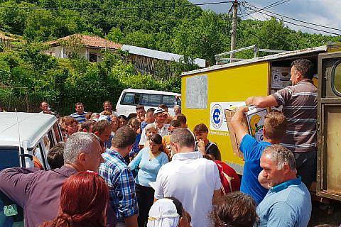 Juni 2018: Verteilen von Familienpaketen mit Hilfsgütern in Bishnica und Buzaishtë