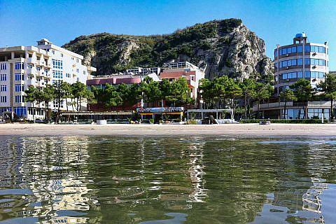 Hotels und Badestrände an der Adriaküste