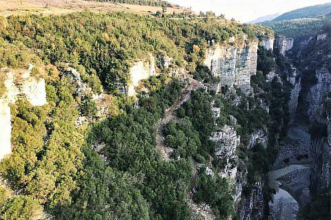 Blick auf den Canyon bei Çorovoda