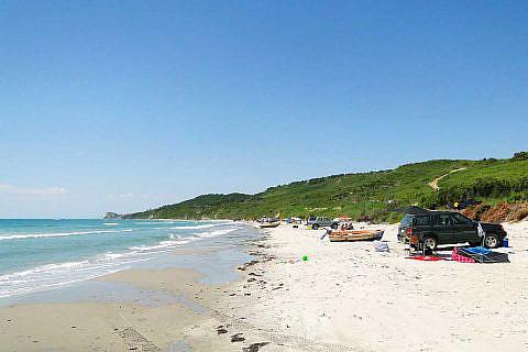 Ruhiger Strand an der Adriaküste