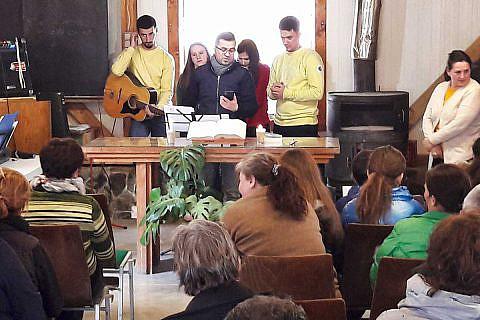 Februar 2019: Familienbesuche und Gottesdienste in den Bergdörfern, mit einem Team von Jugendlichen aus Librazhd und Tirana