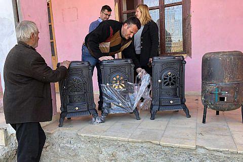 März 2019: Neue Holzöfen für die Schule in Laktesh