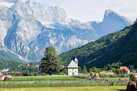 Das Dorf Theth in den Albanischen Alpen