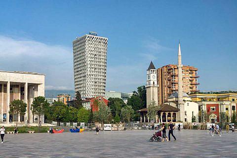 Tirana, der zentrale Skanderbeg-Platz