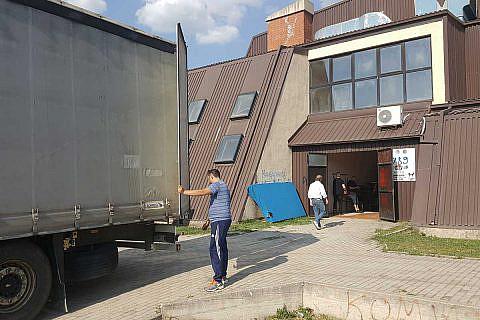 April 2018: Entladen eines LKW mit Hilfsgütern für Ohrid und Pogradec