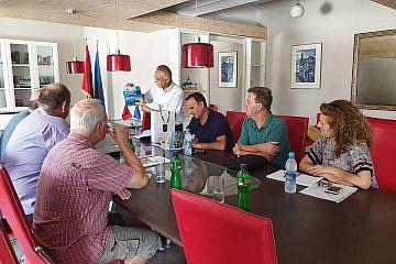 Zu Besuch beim neuen Pogradecer Bürgermeister Ilir Xhakolli (mitte)