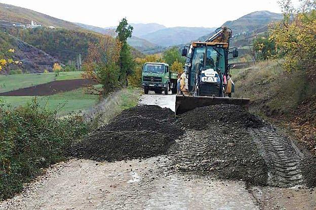 Die Straße nach Bishnica soll endlich geteert werden – die ersten Arbeiten laufen bereits