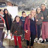 Begrüßung durch die Kinder von Bishnica