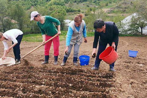 Mit dem Biogarten-Projekt nutzen die Internatsmitarbeiter die schulfreie Zeit