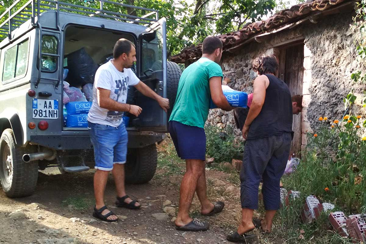 Hilfsgüterverteilung in den Bergdörfern bei Lezhë