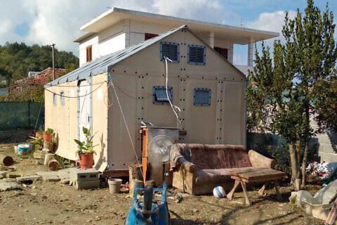 Im Oktober hat Josef Lutter das Dorf Bubq besucht und sich von der Nutzung der im Januar aufgebauten Erdbeben-Notunterkünfte überzeugt