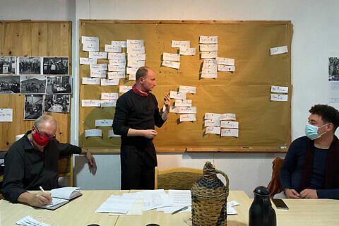 Einsatzplanung im Diakonia-Büro Pogradec