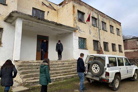 Ankunft in der ersten Dorfschule