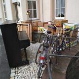 Bänke und Spenden für die Kirchen