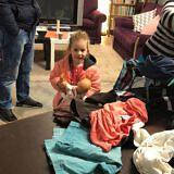 …und dieses Mädchen über seine neue Puppe