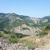 Die Hänge weisen viele Erosionszonen auf