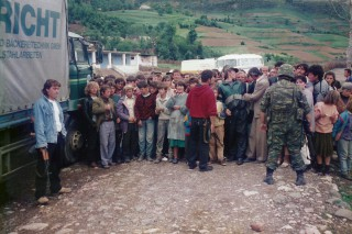 Distribution of relief aid in the Albanian civil war 1997